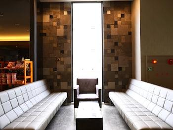 HOTEL WING INTERNATIONAL HIMEJI Lobby Sitting Area
