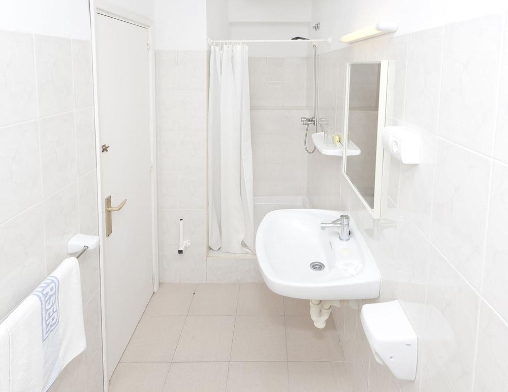 호텔 피구에레타스(Hotel Figueretes) Hotel Image 5 - Bathroom
