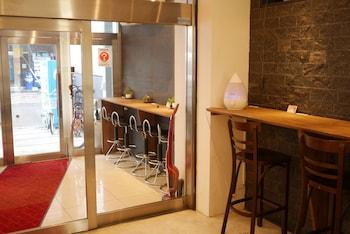 HIROSHIMA PEACE HOTEL - HOSTEL Interior Entrance