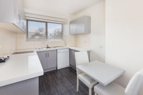 City Edge Serviced Apartments East Melbourne, Port Phillip - West