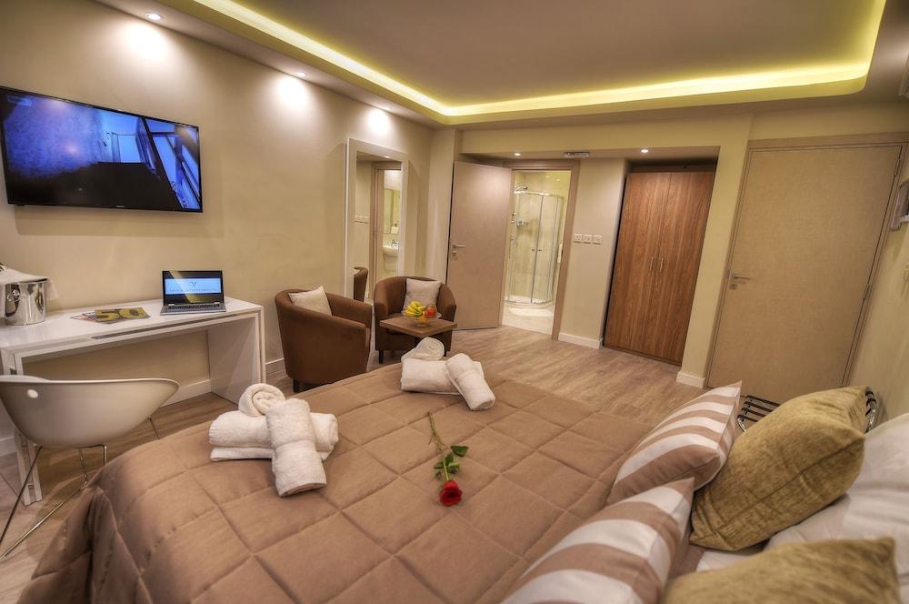 https://i.travelapi.com/hotels/4000000/3990000/3988500/3988460/065e60a1_z.jpg