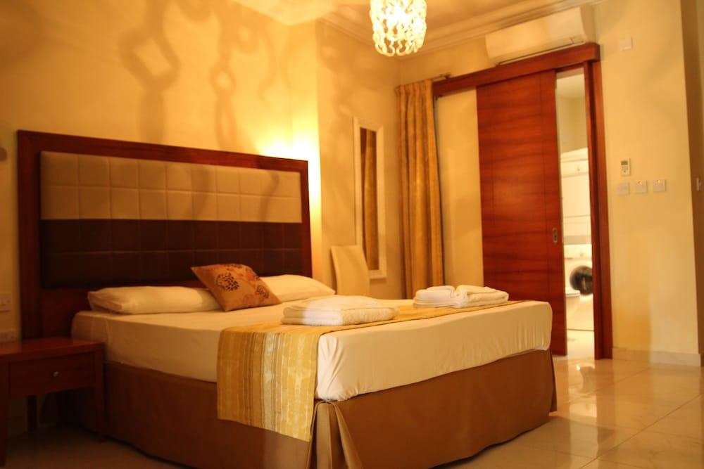 https://i.travelapi.com/hotels/4000000/3990000/3988500/3988460/3d43b2ef_z.jpg