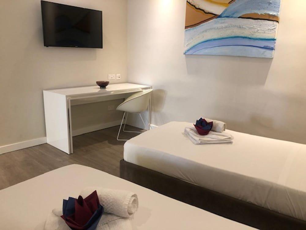 https://i.travelapi.com/hotels/4000000/3990000/3988500/3988460/4860791f_z.jpg