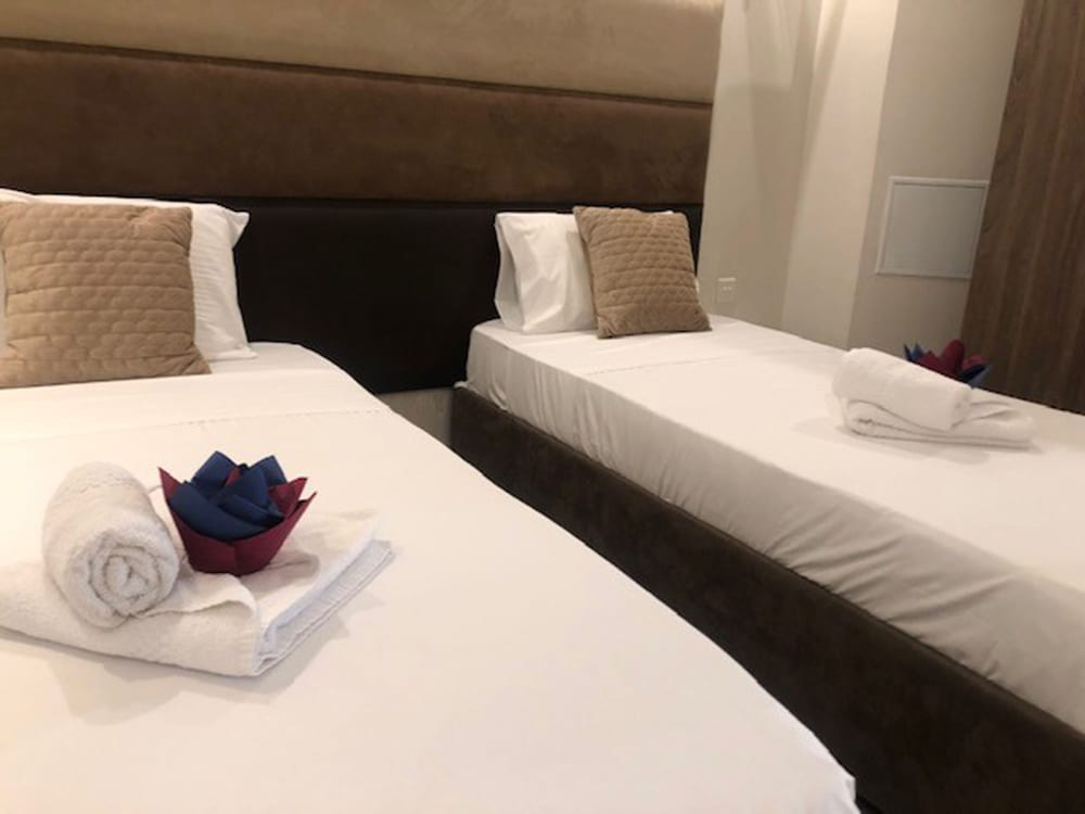 https://i.travelapi.com/hotels/4000000/3990000/3988500/3988460/7a116848_z.jpg