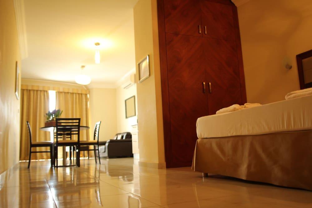 https://i.travelapi.com/hotels/4000000/3990000/3988500/3988460/86191967_z.jpg