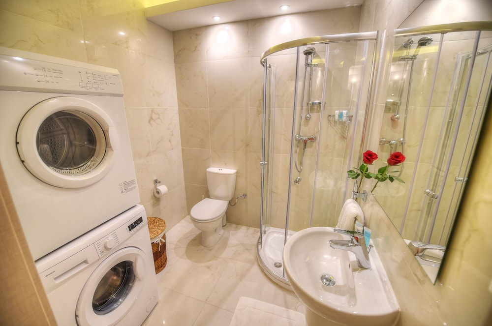 https://i.travelapi.com/hotels/4000000/3990000/3988500/3988460/b8d6409f_z.jpg