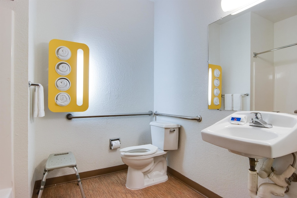 Standard Room, 1 Double Bed, Smoking, Refrigerator & Microwave (Accessible)
