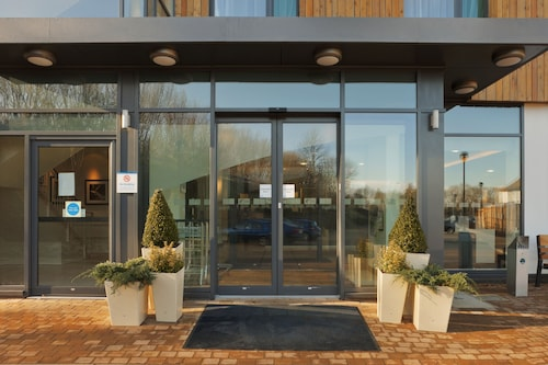 . Holiday Inn Express Cambridge-Duxford M11, Jct.10