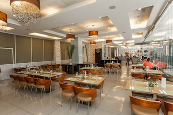 DIAMOND SUITES AND RESIDENCES Restaurant