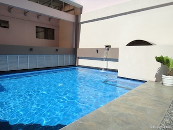 DIAMOND SUITES AND RESIDENCES Outdoor Pool