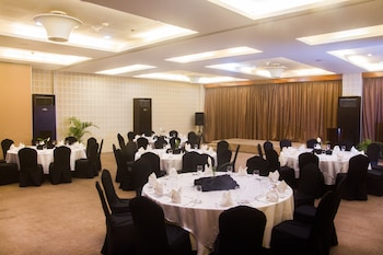 DIAMOND SUITES AND RESIDENCES Banquet Hall