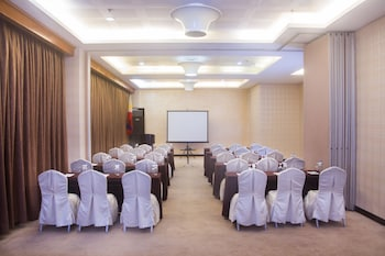 DIAMOND SUITES AND RESIDENCES Meeting Facility