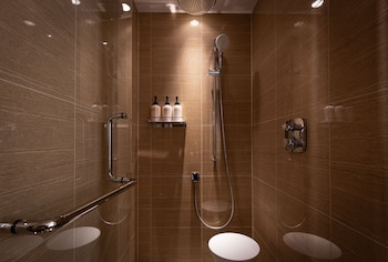 ARIMA GRAND HOTEL Bathroom Shower