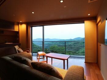 ARIMA GRAND HOTEL Living Area