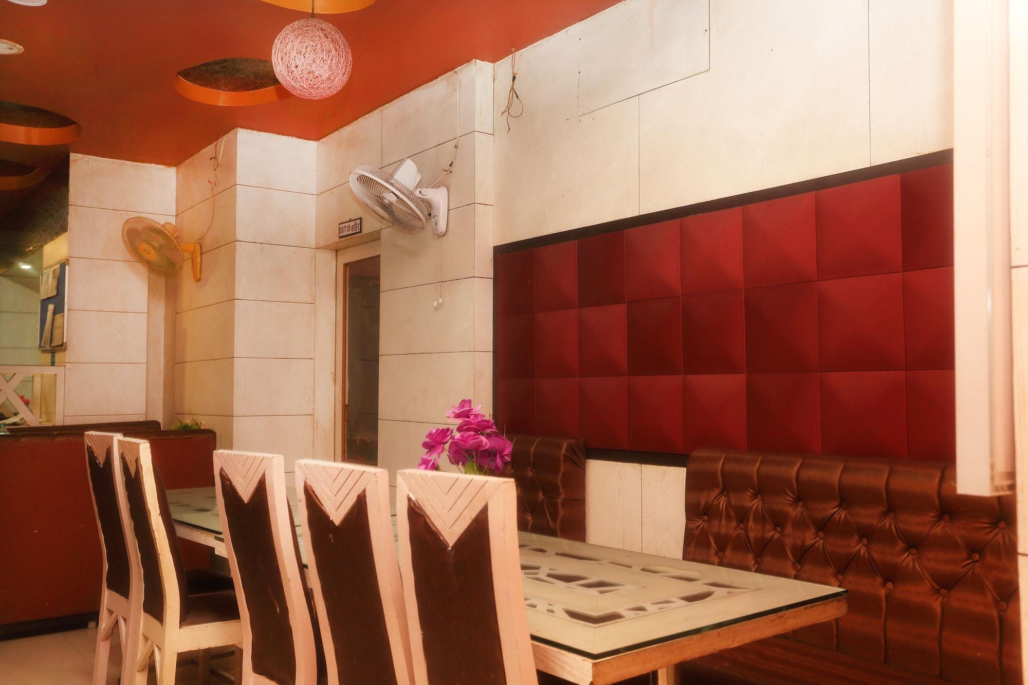 OYO 570 Hotel Hicola Heritage, Mechi