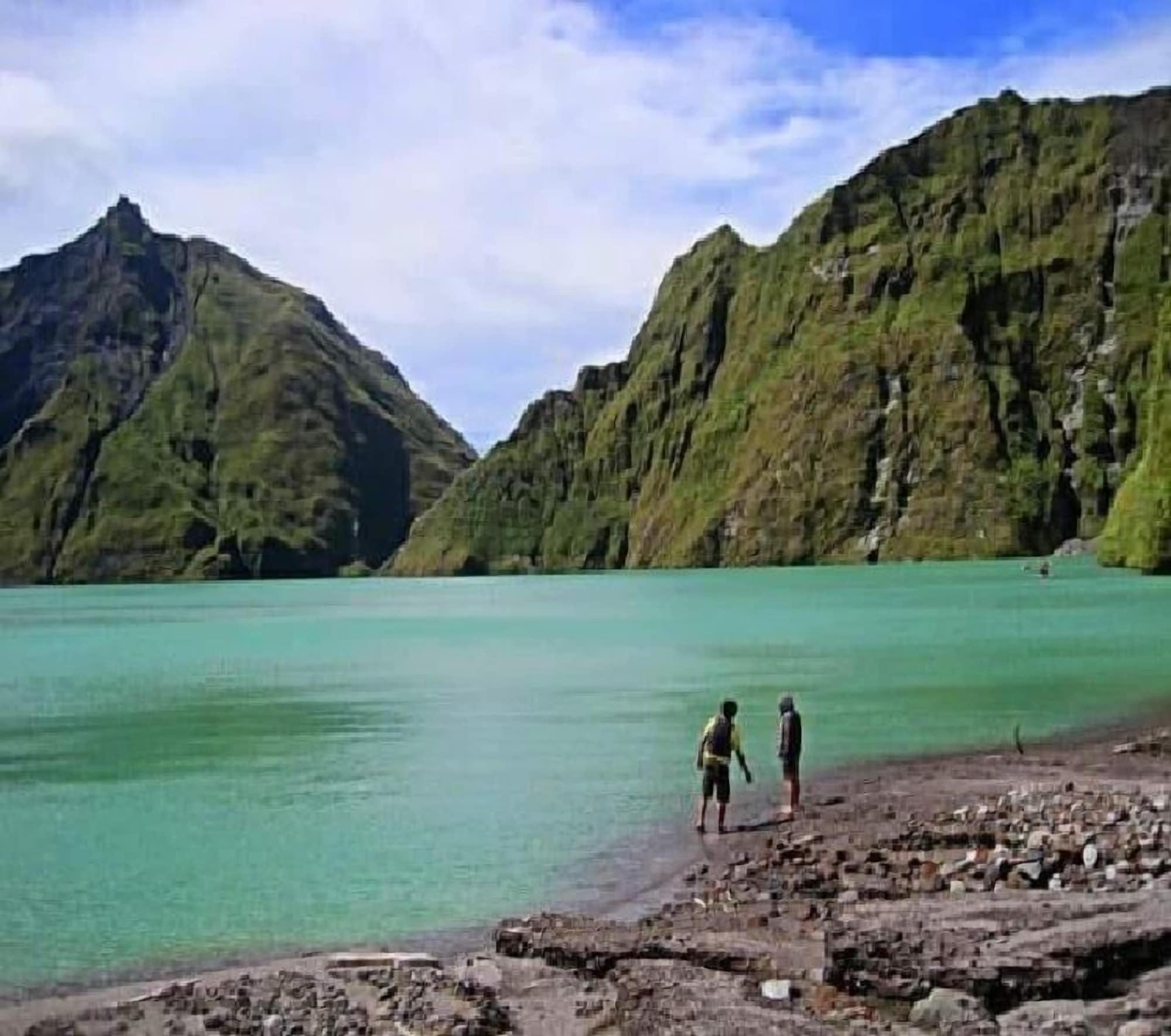Alvin Bognot Mt. Pinatubo Guesthouse, Capas