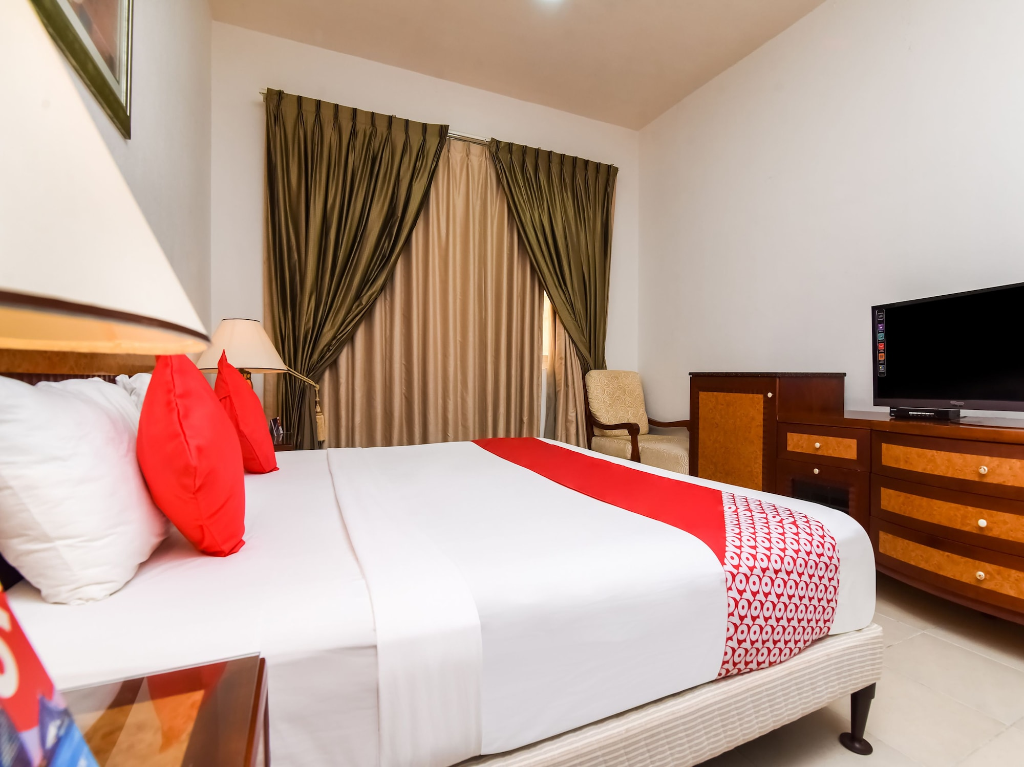 OYO 247 Host Palace hotel apartment,