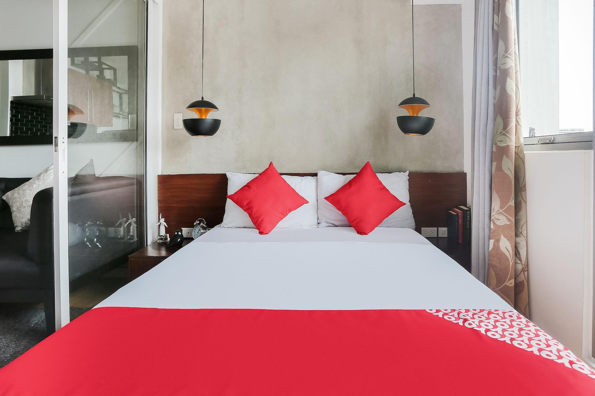 OYO 243 Acqua Private Residences, Makati City