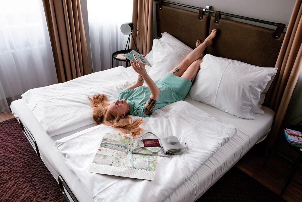 https://i.travelapi.com/hotels/40000000/39500000/39496000/39495949/e210dffb_z.jpg