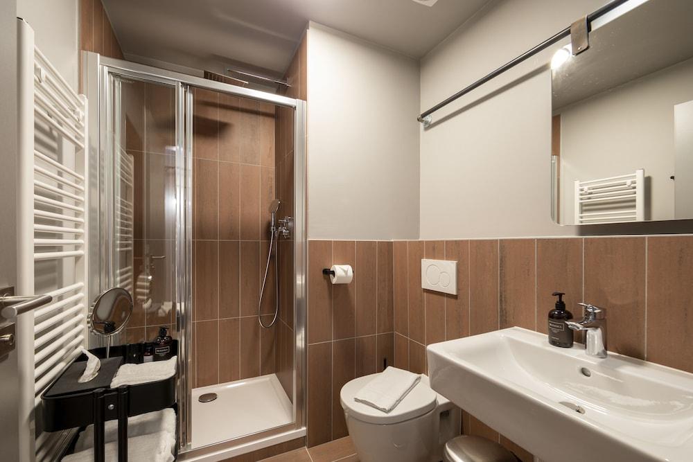 https://i.travelapi.com/hotels/40000000/39500000/39496000/39495949/eda2eba4_z.jpg