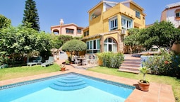 4BR Villa Milana, Private Pool, Sea Views. Wifi, 3 Mins Drive to the B