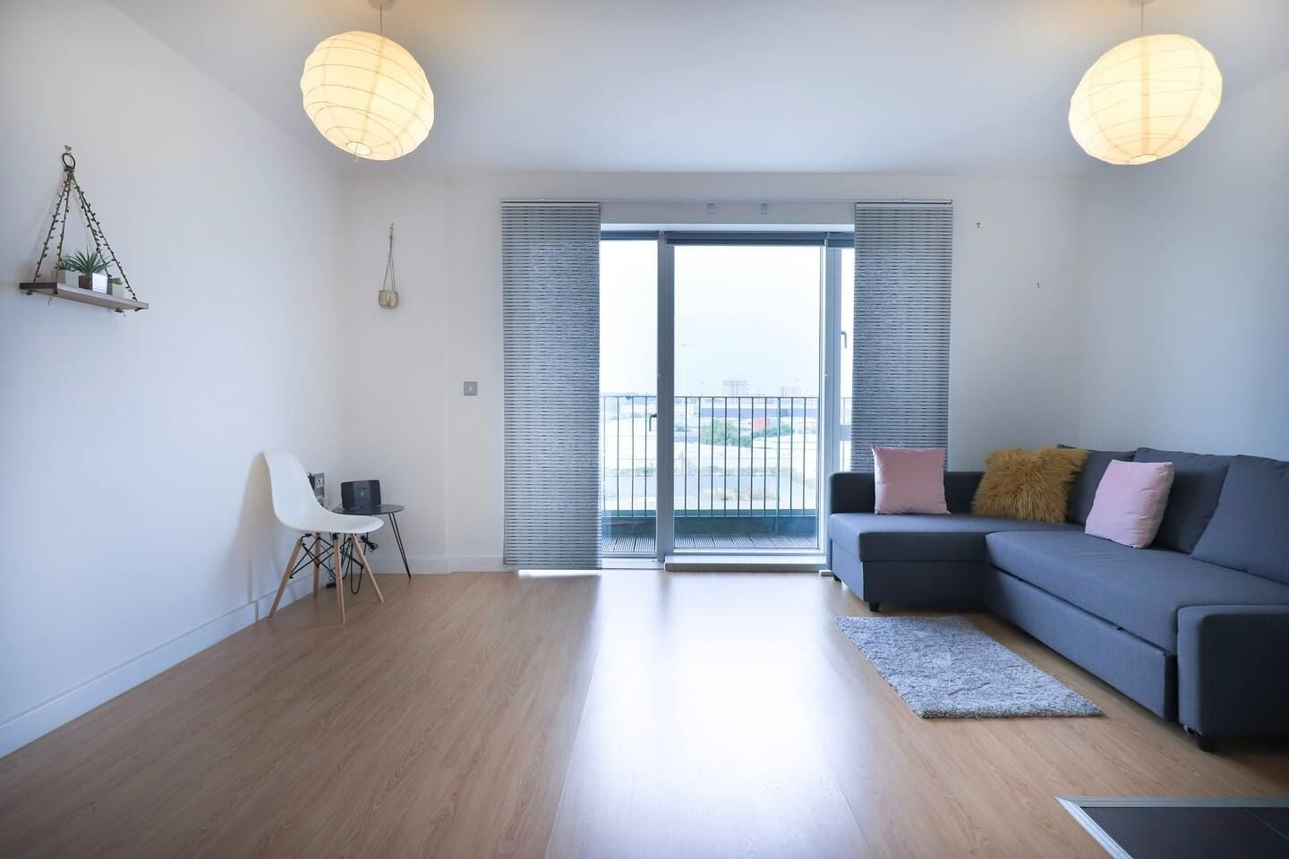 Large Bright and Spacious 2 bed Flat With a Balcony, London