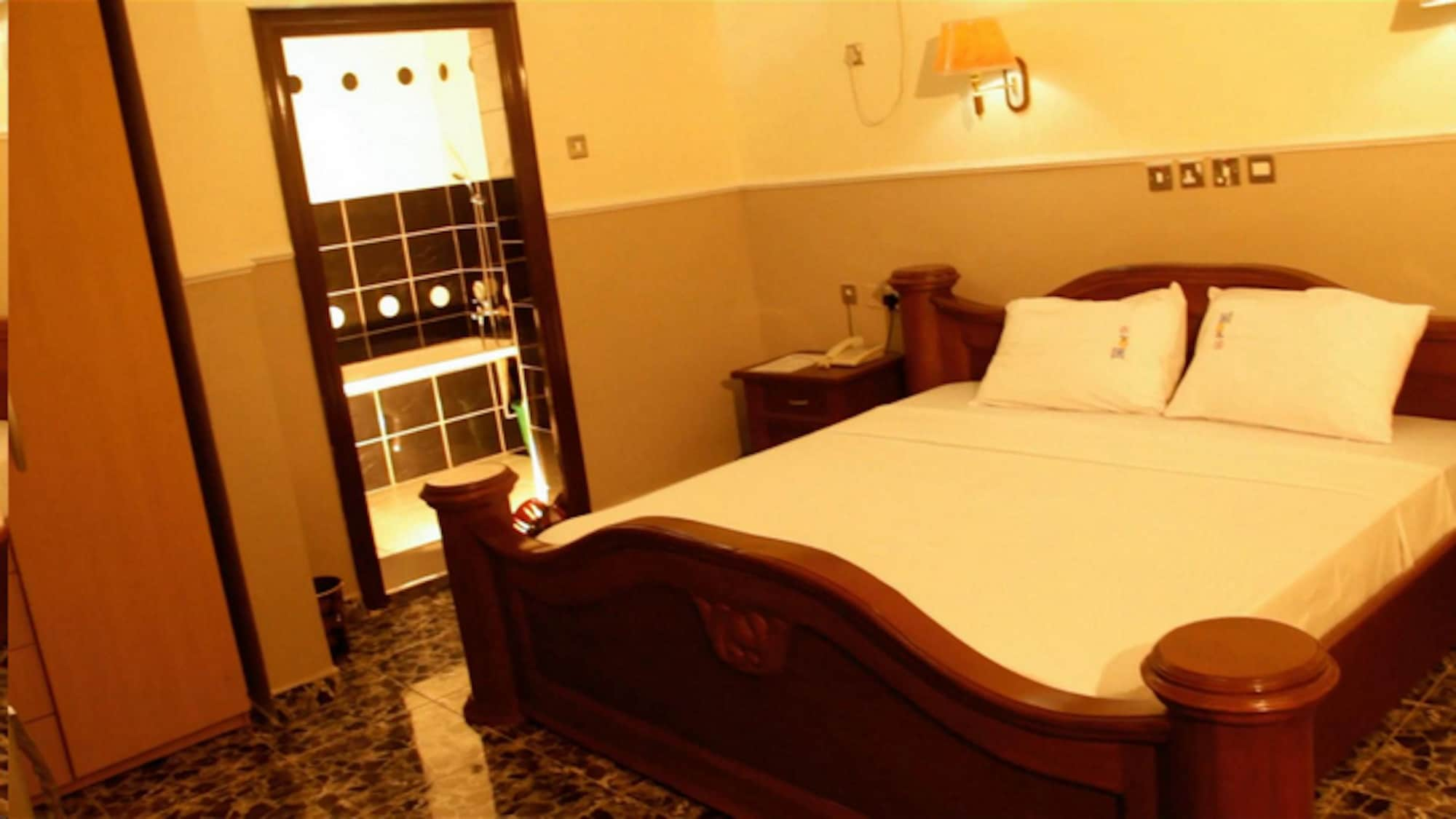 Hi Point Hotel & Suites, Oshodi/Isolo