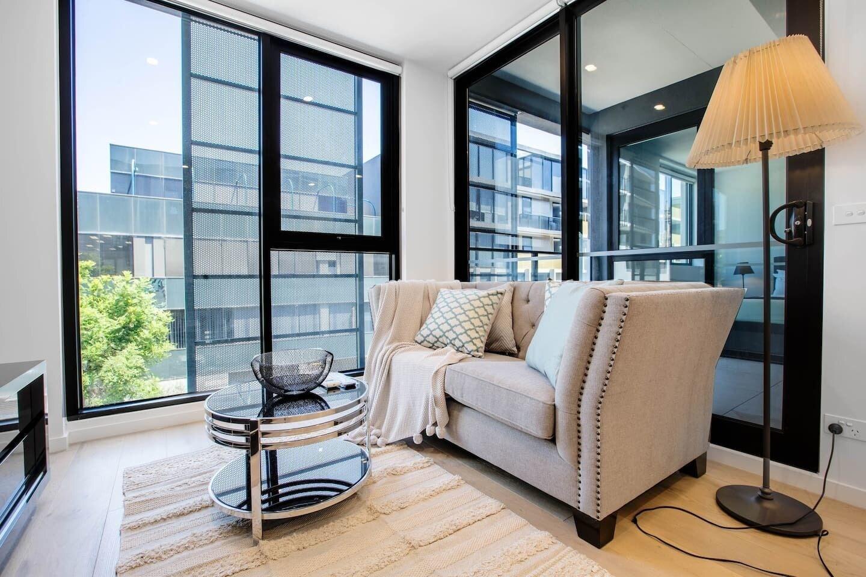 Stunning Bright Apartment At Hawthron/Glenferrie Station, Boroondara  - Hawthorn