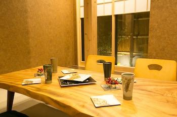 HOSTA TOJI SAKURA Living Area