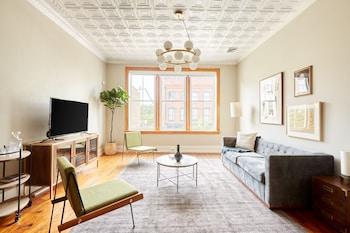 Sonder - Congress Apartments