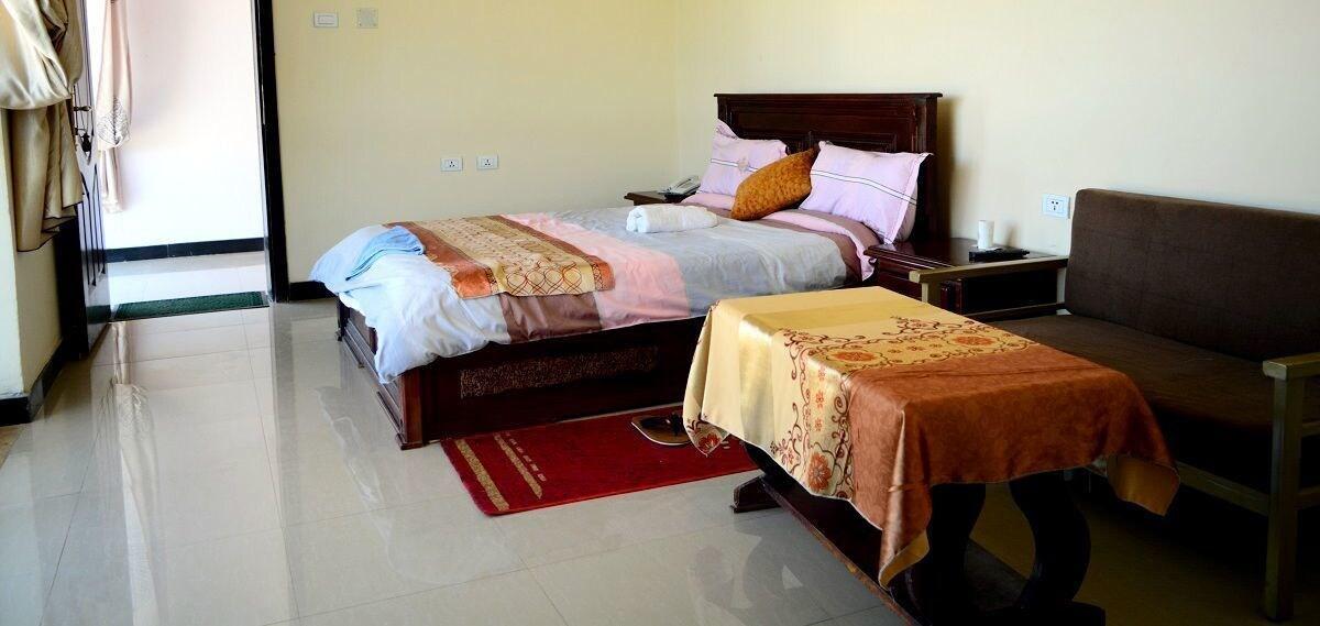 Romanat Hotel, Debubawi