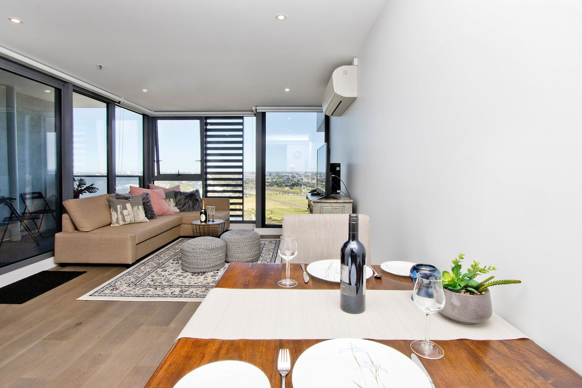 Spectacular Private Balcony Views with Pool, Moonee Valley - Essendon