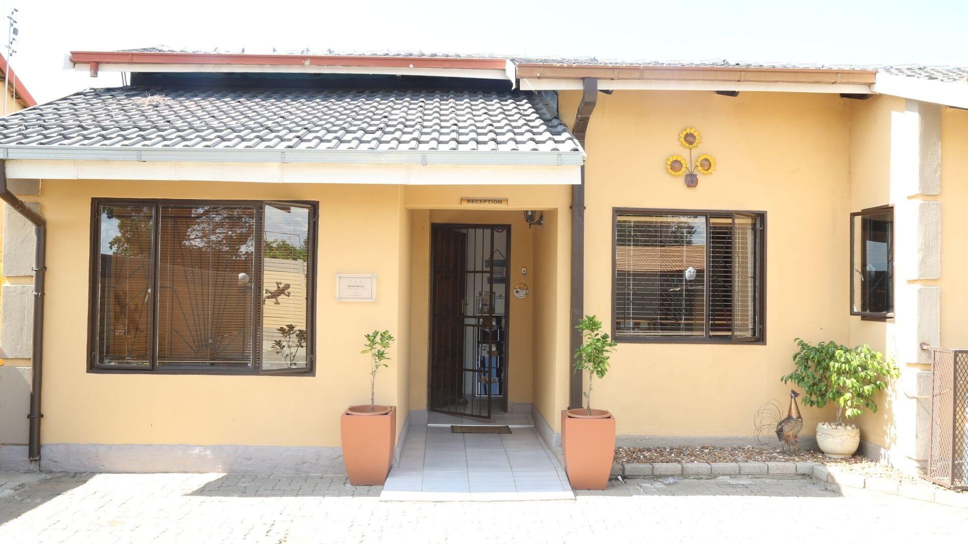 Roba Monakedi Guest Lodge, Ngaka Modiri Molema