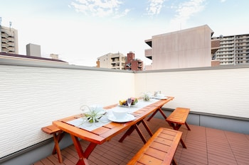 VILLA DE CLASS Outdoor Banquet Area