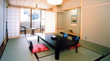 和室10畳 喫煙可 (素泊まり) 角の坊