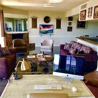 Premium Condo, 2 Bedrooms, Mountain View