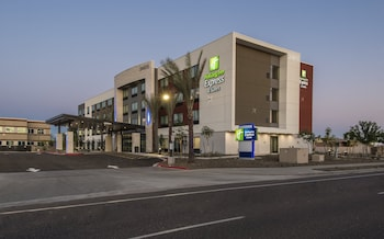 鳳凰城北 - 快樂谷智選假日套房飯店 Holiday Inn Express & Suites Phoenix North - Happy Valley, an IHG Hotel