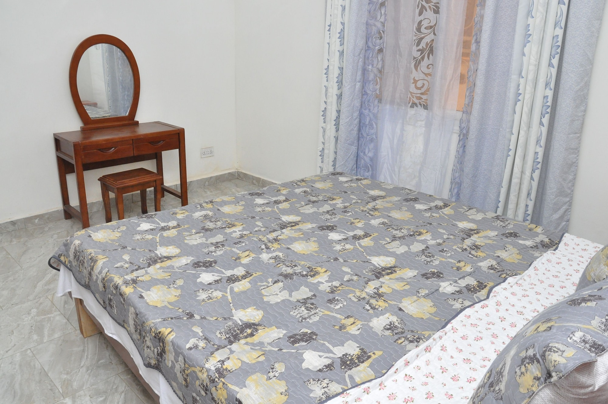 B2 Self Catering Apartments, Kanifing