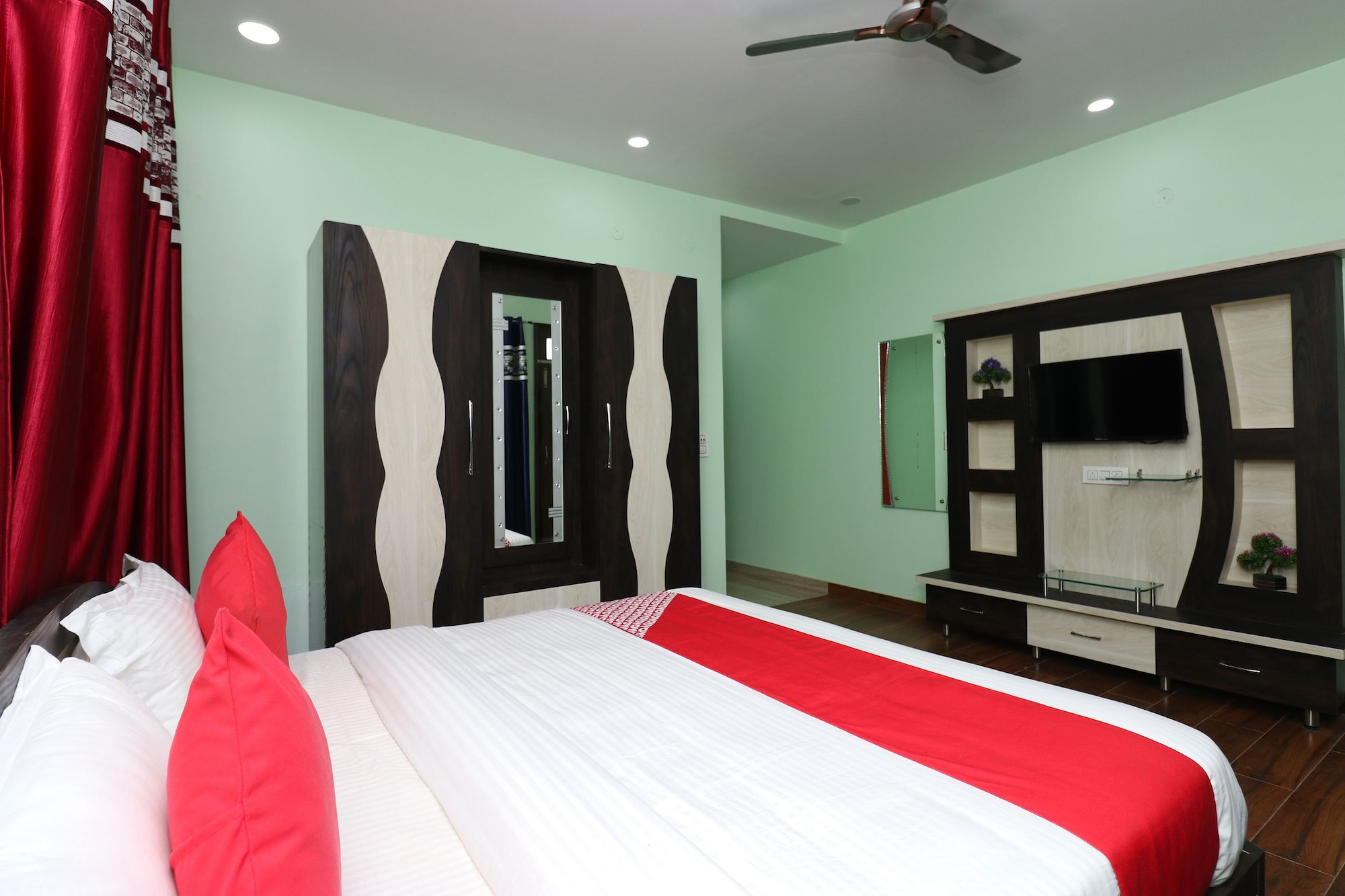 OYO 29790 Raj Hotel, Hamirpur