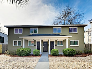 307 Savannah - 6 Br Duplex