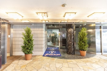 OYO 44570 HOTEL PLEASE MIKAGE Property Entrance