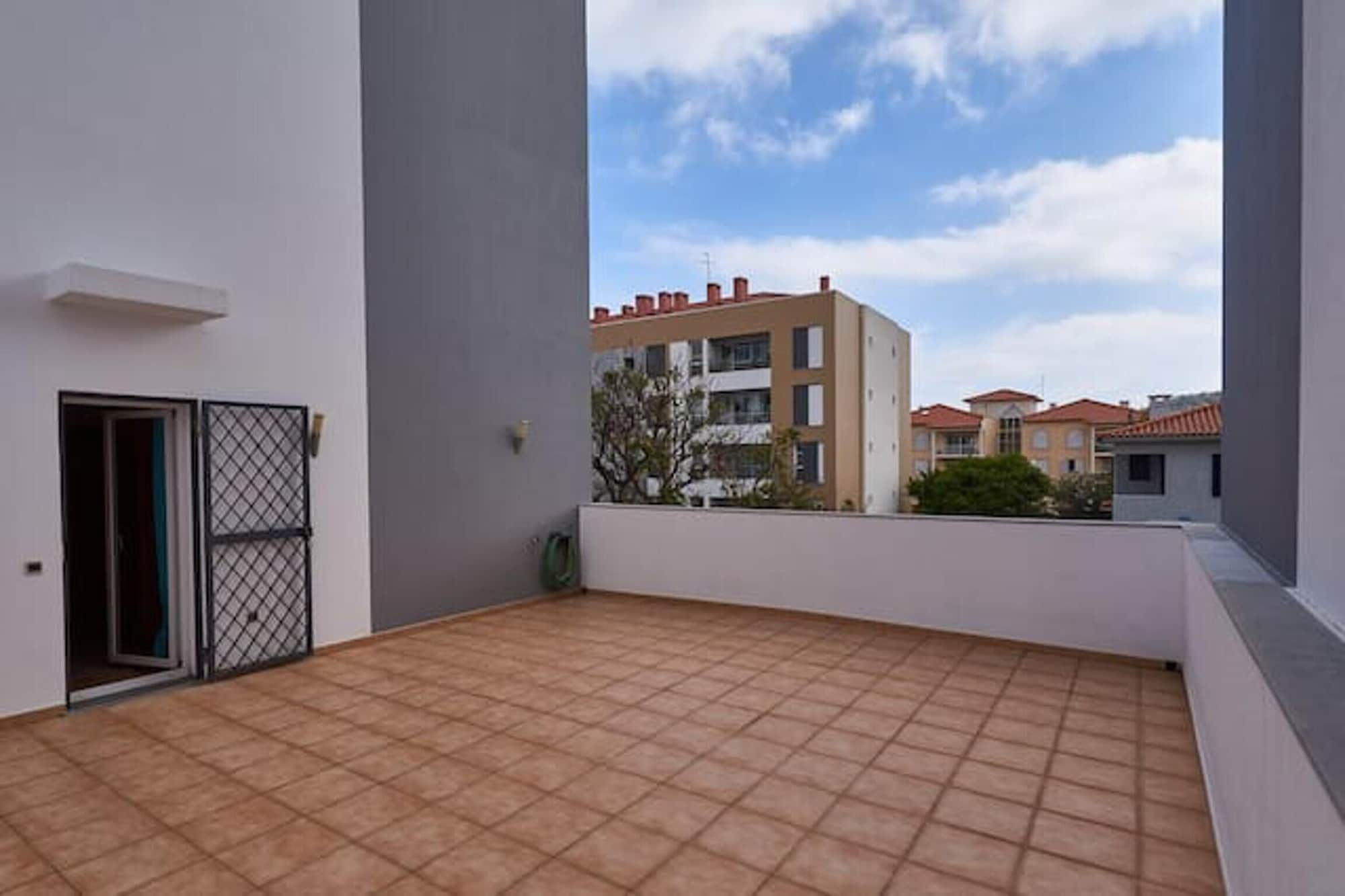 Apartment With one Bedroom in Funchal, With Wonderful City View, Enclosed Garden and Wifi - 5 km From the Beach, Funchal
