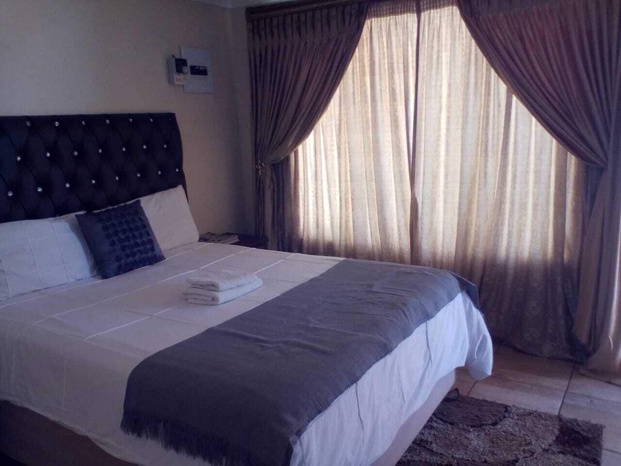 Valotone 2 Bed and Breakfast, Ngaka Modiri Molema