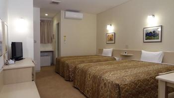 レギュラールーム クイーンベッド2台 (軽朝食付き)|ファミリーロッジ旅籠屋・室戸店