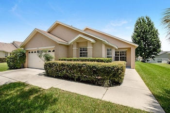 Modern 4 bed Home With own Private Pool Close to Disney - 253