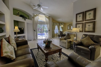 Stunning 3 bed Former Model Home With Private Upgraded Pool - 352
