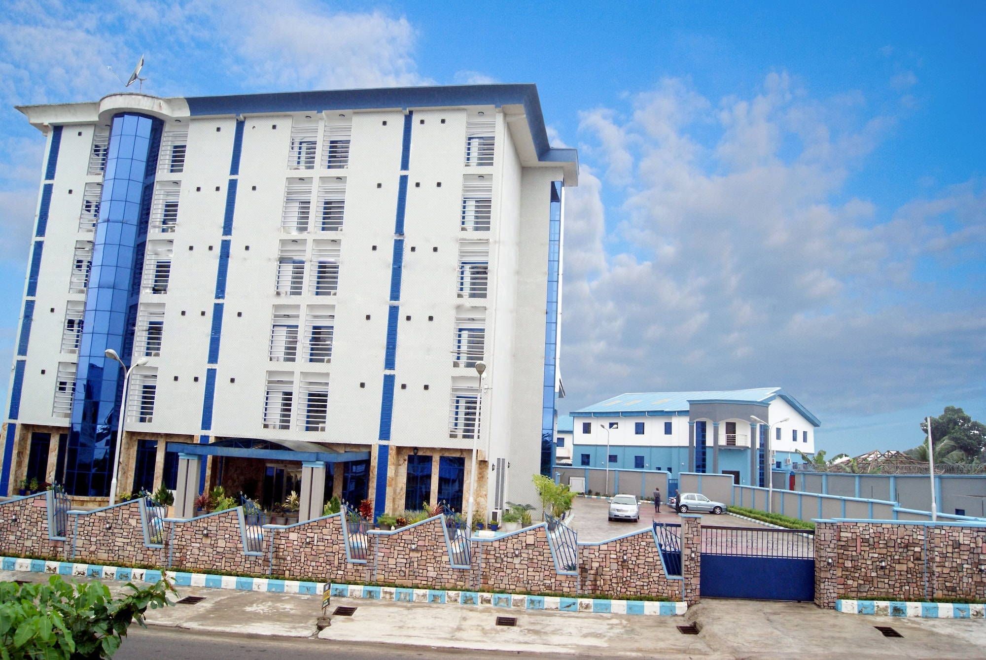 Royalty Apartments, Eket