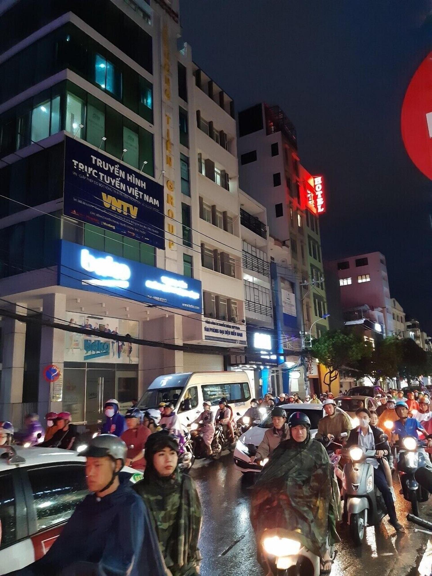 The Six Hotel, Phú Nhuận