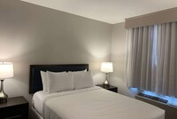 Room, 1 Queen Bed, Accessible, Non Smoking (Mobility/Hearing Accessible)