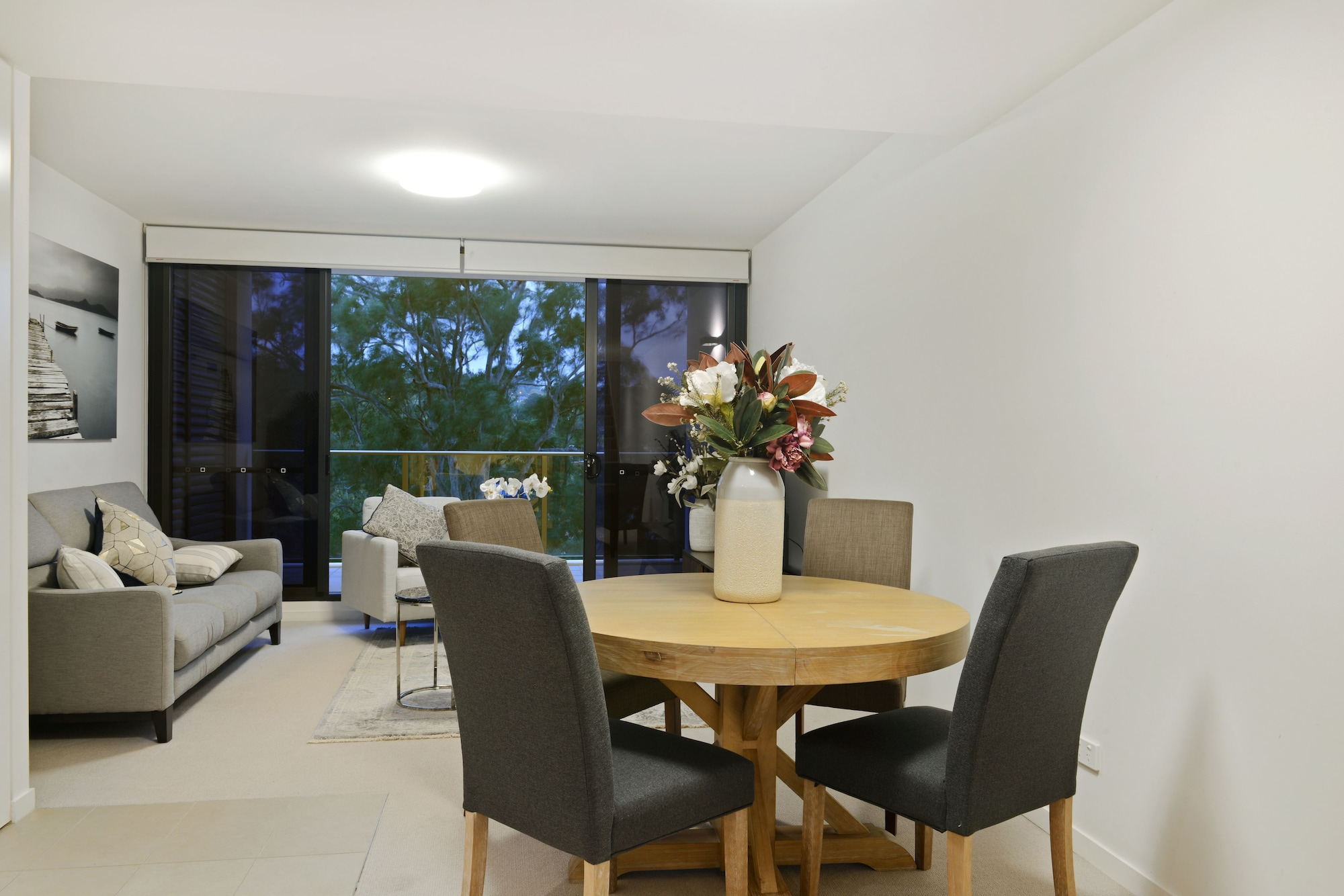 HomeHotel-Luxurious next to Shopping, Ryde
